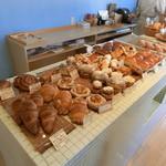 39990288 - 買えるパンはこちら。