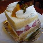 珈琲館 くすの樹 - 苺のショートケーキ