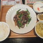 佳佳苑 - 牛肉細切りとにんにくの芽炒め定食950円がランチパスポートで540円