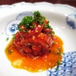 加藤牛肉店 - タルタルステーキ、卵黄のソース