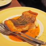 びすとろUOKIN - 真鯛のポワレ パプリカソース
