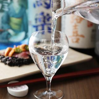 全国各地の日本酒を揃えました。