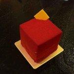 C3 東急東横店 - 赤いキューブのケーキ