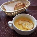 ビランチャ - 料理写真:パンとスープ