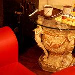 Cafe MOCO - ソファー席がまったりできてオススメ♪テーブルが素敵♪