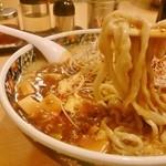 麺屋 忍 - 平打ちの縮れた太麺