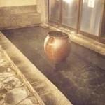 40001519 - 大浴場ではこんこんと温泉が湧いています。