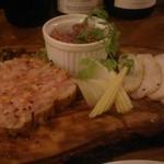 ヴォライエ シバラク - 鶏屋の自家製シャルキュトリー 3種盛り