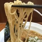 中華そば ひびき - 全粒粉入りの加水率やや高めのストレート細麺。食感はモッチリとしており美味い!