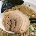 中華そば ひびき - トロットロに煮付けられた豚バラロール。味付けも秀逸!