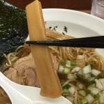 中華そば ひびき - 幅広な短冊状のメンマ。出汁の味も浸みている。