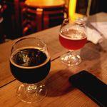 Beer Trip Olive - 外で飲んでみました・・・こちら左が地元新潟のスワンレイク・グレースタウトと栃木うしとらのアメリカンペールエール・・・
