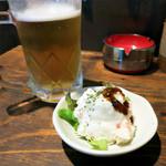お好み焼き うめ月 - 生ビール(480円)とお通し