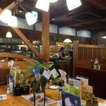 コメダ珈琲店 - 複数用テーブルの様子