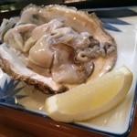 40011922 - ぷりっぷりの大きな岩牡蠣☆食べやすく一口大に切って提供してくださいます♪