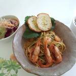 葉菜豆 - 料理写真:ランチ エビのトマトクリームパスタ