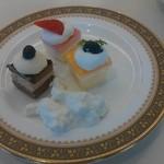 40014336 - ケーキとクリーム杏仁豆腐