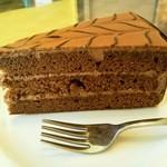 ドイツ菓子レーゲンス - ヘーゼルナッツの風味のするチョコレートケーキです。