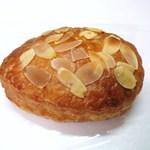 ブーランジェリー トロワ - クリームパン