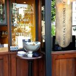 PARLA - 店先のワインクーラー