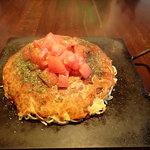40026834 - 「お好み焼き そば・肉・玉子」(700円)+「野菜増量」(50円)+「トッピングトマト」(150円)