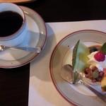 Bisutorofuraipan - 食後のデザート ブラマンジェとコーヒー