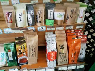 和束茶カフェ - 【和束茶カフェ店内】お茶は100種以上も(2015.5月)