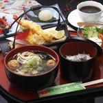 山景の宿 流辿 - 料理写真:日帰り 休憩 入浴 食事セット\2500 11時~15時 うどんは毎月練りこむ物が違う ゆず、わかめ、桜などその月のお楽しみ