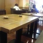 カフェ珈人 - 店内 テーブル席