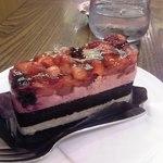 カフェ珈人 - 苺とブルーベリーのケーキ (単品価格¥360 セット割引¥100) アップ♪w