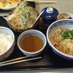 天霧うどん - 天ぷら定食 美味しかった! 子供にヤクルトもどきをくれた