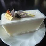 パティスリー・コムギコキッチン - トウモロコシチーズケーキ