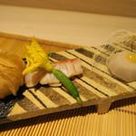 みや - 27年7月 八寸 金目鯛炙り醤油ソース挟み・はなまる胡瓜、石川芋酢味噌