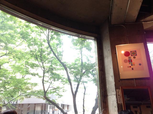 ヌワラエリヤ - 大きな解放的な窓