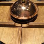 味喰笑 - 面白いお鍋です(笑)真ん中でしゃぶしゃぶをします(^^)