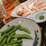 癒猿 - 枝豆と鳥のたたき