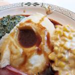 ロウリーズ・ザ・プライムリブ 大阪 - 付け合わせは、クリームドスピナッチ・マッシュポテト・クリームコーン。                             西洋人が好みそうな離乳食的お野菜。