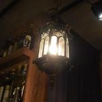 バー ベッソ - ランタンのような柔らかな照明