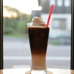 ヒーローズカフェ - アイスカフェオレウインナー(豆乳もOK!)