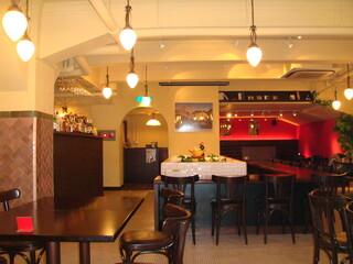 Restaurant RIVE GAUCHE - レトロな雰囲気の店内