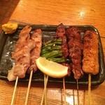 三芳八 - 左から豚のど小肉、鳥のど小肉、ししとう、豚レバー、ハツ、つくね(^_^)  うんうん、美味い‼️