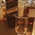 クーパレッジ - ジョニーウオーカーは久しぶりだが、ダブルブラックはカリラ系の香りが強い。