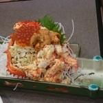 40053213 - 花咲ガニはイクラとウニも乗って皆で食べやすい状態で出てきました