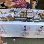 40054655 - 店頭では「笠間稲荷」が売ってた!!!