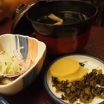 富松うなぎ屋 - 酢のもの(鰻イン)・お吸い物(肝入り)・漬物