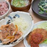 鹿屋アスリート食堂 - ダチョウ肉のコロッケ、豚肩ロースのトンテキ風、菜っ葉とクルミの白和え、アス米、水菜と油揚げの味噌汁【2015年7月】