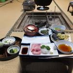 民宿 長ヨ門 - 料理写真:夕食は囲炉裏を囲んで