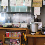 青空食堂 - 食べ放題のセルフコーナーです。 ご飯・味噌汁・漬物(3種)が置いてあります。