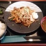 海鮮個室居酒屋 とらや - 豚キムチ定食(780円)