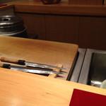 はつね寿司 - つけ場